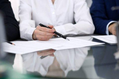 Brauche ich eine schriftliche Zustimmung von Familienangehörigen für den Kauf von Immobilien?