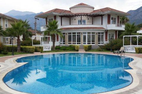 Какие категории граждан в Турции освобождаются от налога на недвижимость и могут вернуть налоговые выплаты за пять лет?