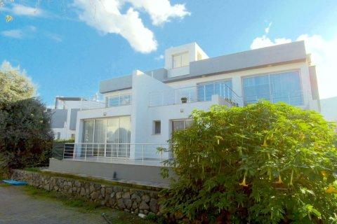 Продажа квартиры в Гирне, Северный Кипр 2+1, 90м2, №16519 – фото 1