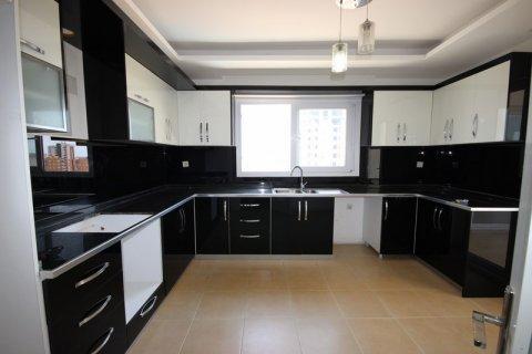 Продажа квартиры в Мерсине, Турция 3+1, 185м2, №21454 – фото 1